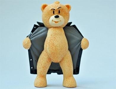 25/ 80  Кто он? Кто? Медведь в распахнутом пальто!